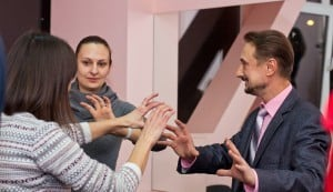 Жесты. Обучение жестам. Как научиться жестам рук. Какие жесты надо делать оратору. Жесты правильные