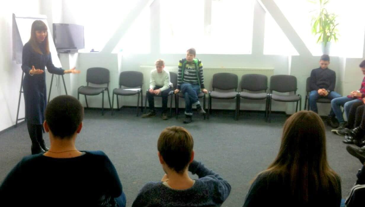 Ораторское искусство для детей. Где обучить ребенка риторике.. Где проходят курсы риторики для детей Днепр. Как научить ребенка выступать?