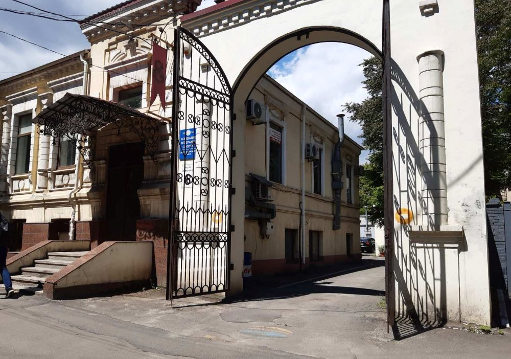 Адрес Грушевского 6