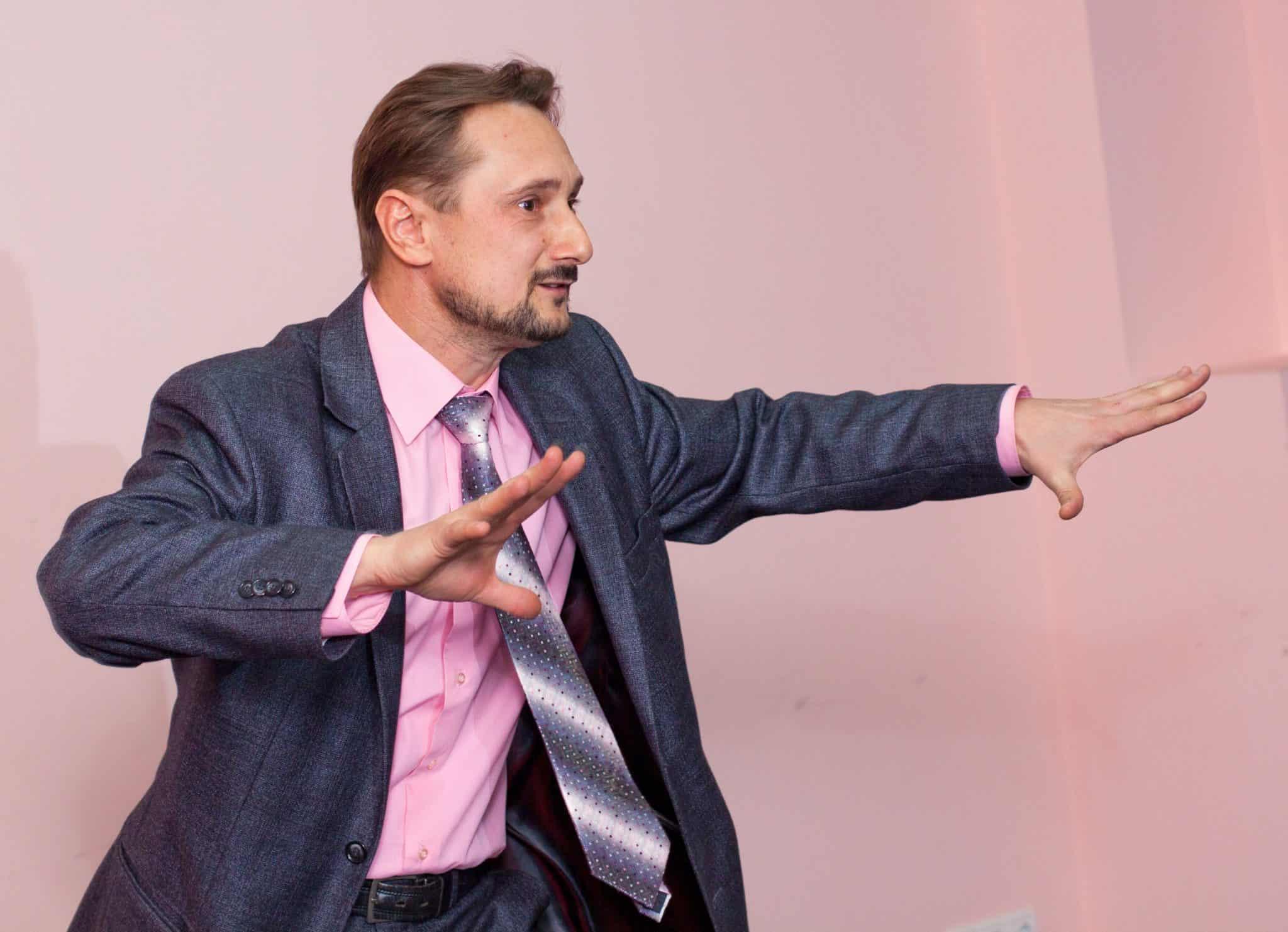 Жесты оратора. Жестикуляция оратора. Обучение жестам.