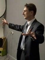 Выступление оратора перед публикой