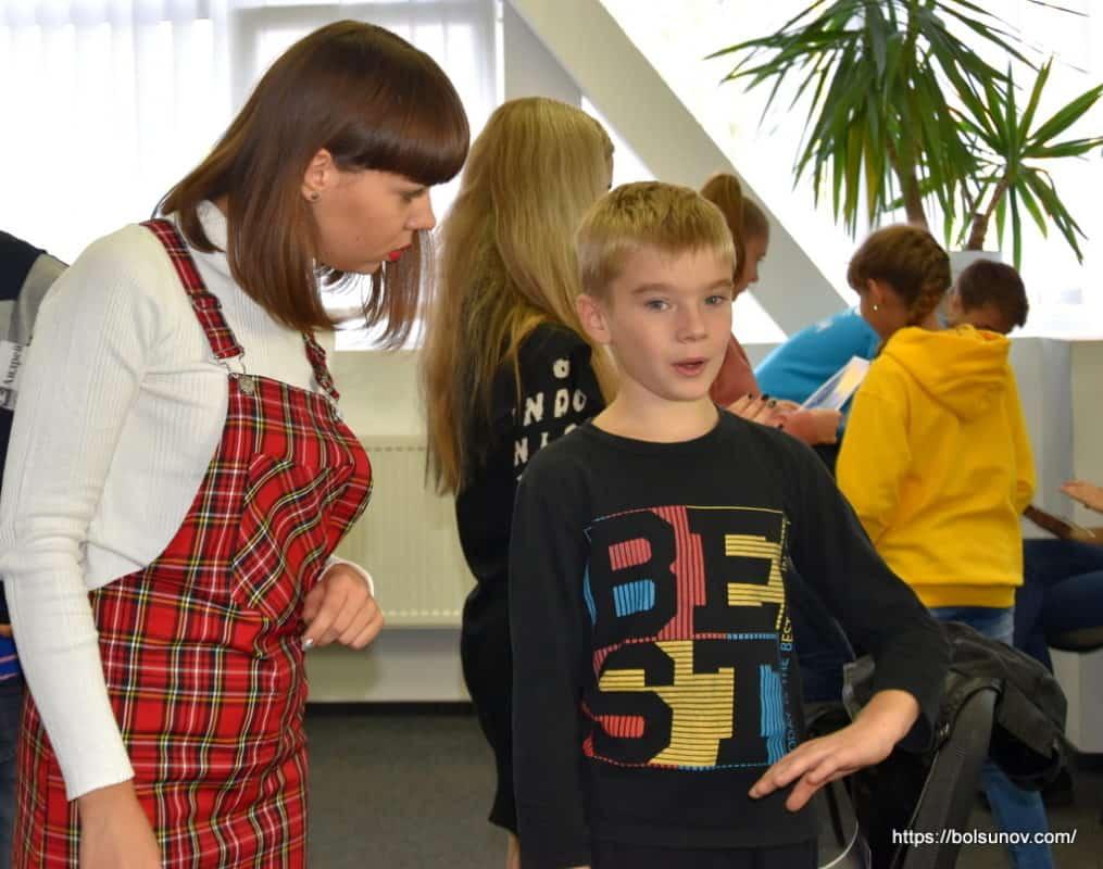Сулай Виктория ведет тренинг для детей