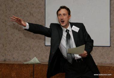 Тема для выступления. Найти тему для доклада. Фото выступающего оратора с темой.
