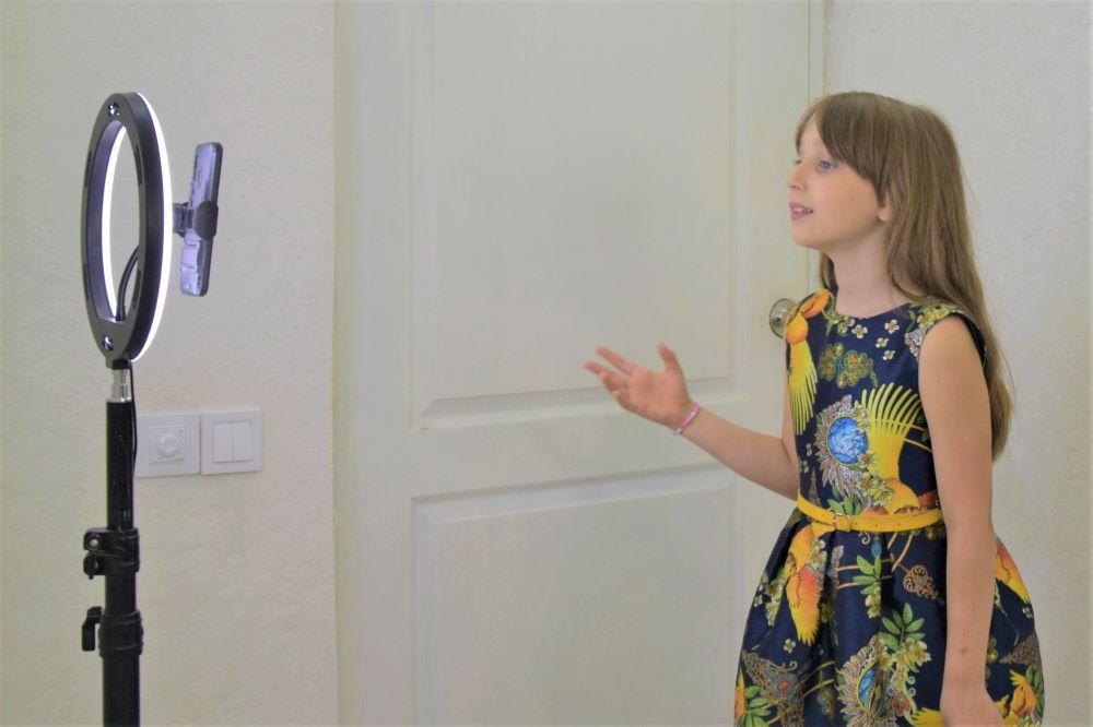 Выступление перед смартфоном. Детские курсы ораторского искусства онлайн
